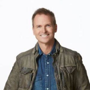 head shot of Phil Keoghan