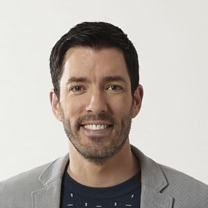 head shot of Drew Scott