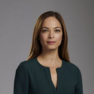 head shot of Kristin Kreuk