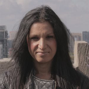 head shot of Chitra Anand