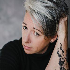 head shot of Lori Lozinski