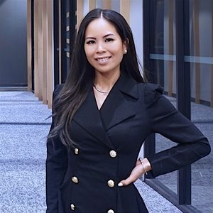 head shot of Jennifer Huynh